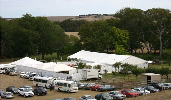 edding Day Set-Up – Clearspan Structure & Frame Marquees